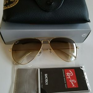 Ray ban aviator brown gradients lens.